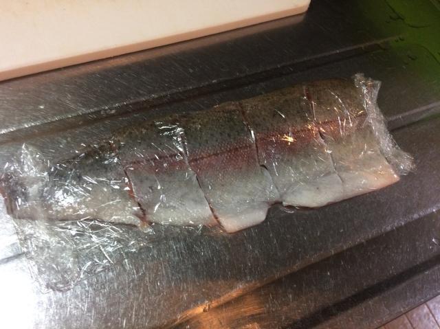 ニジマス 冷凍保存 ラップ
