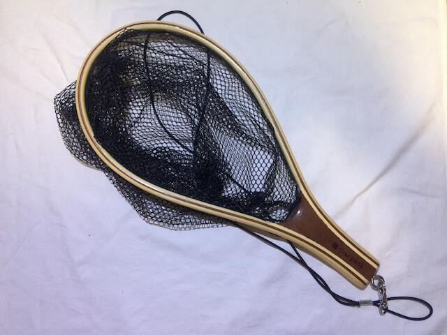 テンカラ釣りにあると便利な装備「手網」