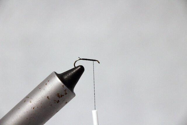逆さ毛鉤の下糸