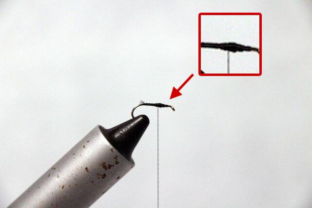 テンカラ毛鉤の巻き方、一部を隆起させる